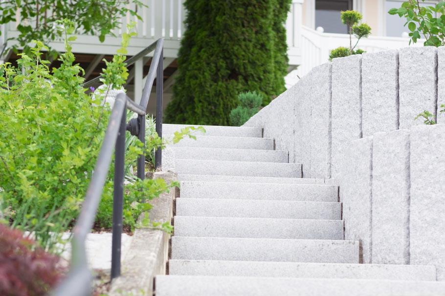 http://www.galabau-thaler.de/content/6-inspiration/1-hausgaerten/1-garten-1/dscf2962-1.jpg