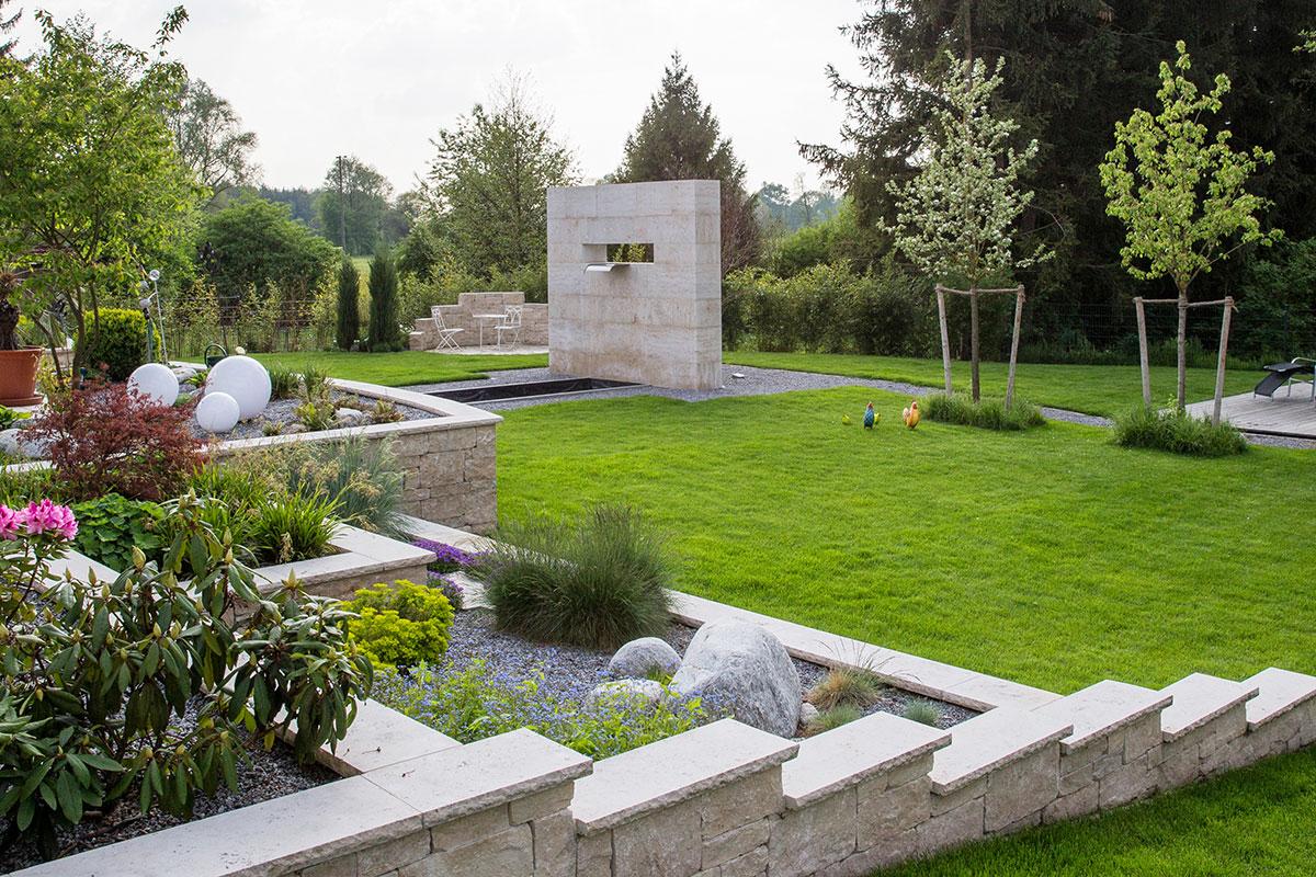 http://www.galabau-thaler.de/content/6-inspiration/1-hausgaerten/13-garten-13/anlage-steine.jpg