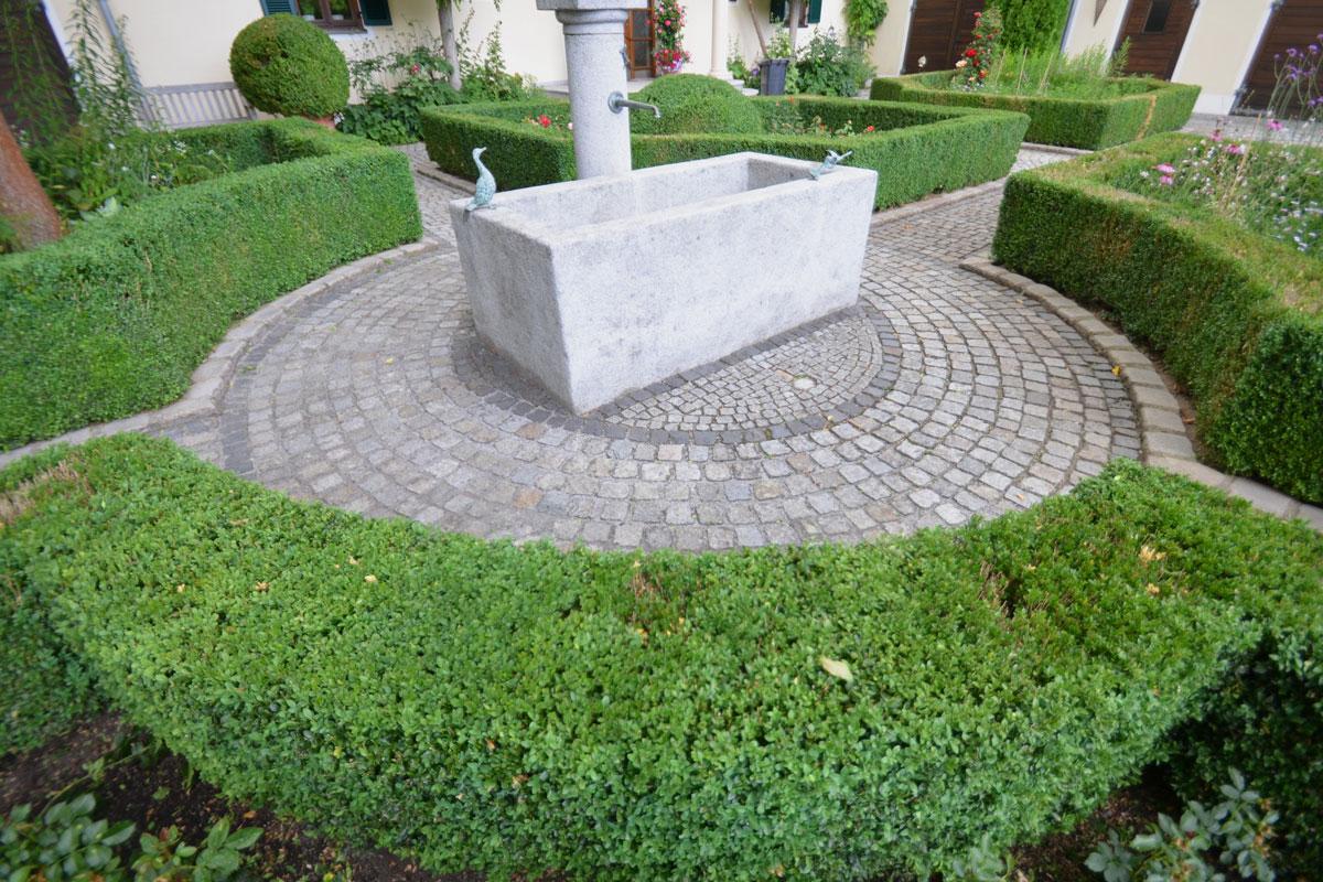 https://www.galabau-thaler.de/content/6-inspiration/1-hausgaerten/15-garten-15/dsc-0782.jpg