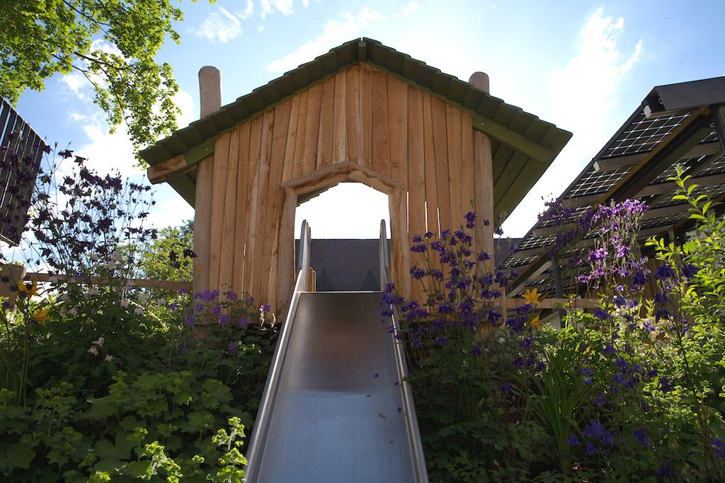 http://www.galabau-thaler.de/content/6-inspiration/2-oeffentliche-anlagen/4-galerie-4/haus-rutsche.jpg