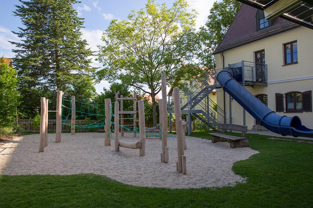 https://www.galabau-thaler.de/content/6-inspiration/2-oeffentliche-anlagen/4-galerie-4/kindergarten-6.jpg
