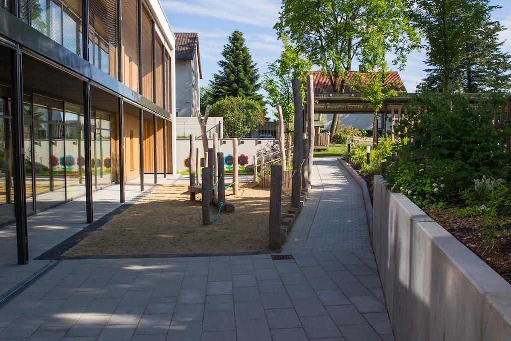 http://www.galabau-thaler.de/content/6-inspiration/2-oeffentliche-anlagen/4-galerie-4/kindergarten-7.jpg
